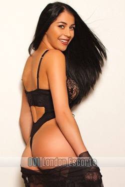 London Escort Girl Notting Hill Gate W8 Black